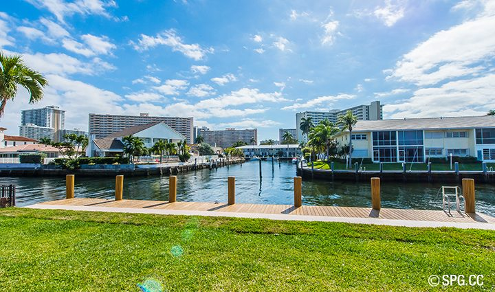 Backyard Residence 3210 NE 38th St. For Sale, Luxury Waterfront Home Fort Lauderdale, Florida 33308